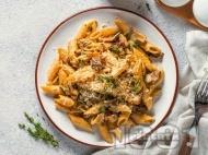 Рецепта Макарони / пене със запържени пилешки хапки от филе, гъби и сметана